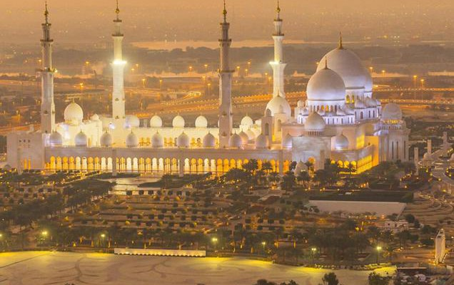 Sheikh Zayed Grand Mosque in Abu Dhabi, the largest mosque in the UAE.