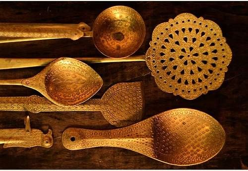 Emirati kitchen utensils for Traditional indian kitchen pictures